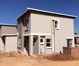 R 15,500 - 3 Bed Property To Rent in Eagle Canyon Golf Estate