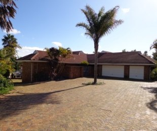 R 3,395,000 - 4 Bed House For Sale in Vredekloof
