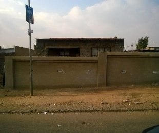 R 400,000 -  Home For Sale in Orlando East