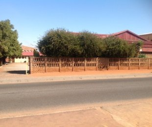 R 4,900,000 -  Commercial Property For Sale in Chiawelo