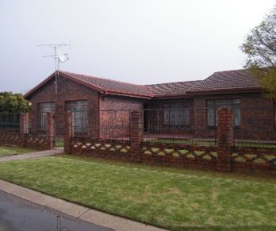 R 699,000 - 4 Bed Property For Sale in Thabong