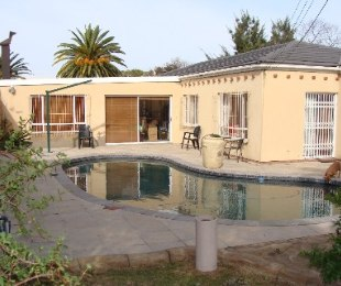 R 1,650,000 - 4 Bed House For Sale in Brackenfell