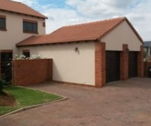 R 1,900,000 - 3 Bed Property For Sale in Rietvlei View Country Estate