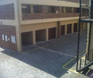 R 550,000 - 2 Bed Flat For Sale in Kempton Park