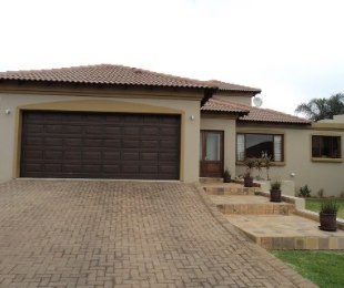 R 2,975,000 - 4 Bed Property For Sale in Pinehaven