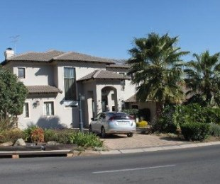 R 38,000 - 4 Bed House To Rent in Eagle Canyon Golf Estate