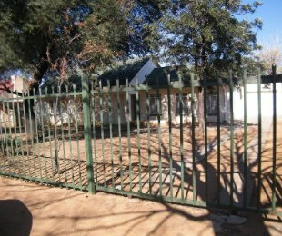 R 405,000 - 3 Bed House For Sale in Dagbreek