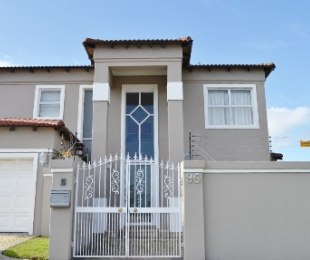 R 3,999,000 - 6 Bed Guest House For Sale in Parklands