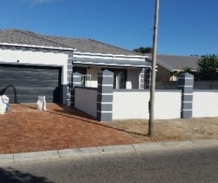 R 1,800,000 - 3 Bed Property For Sale in Gordon's Bay