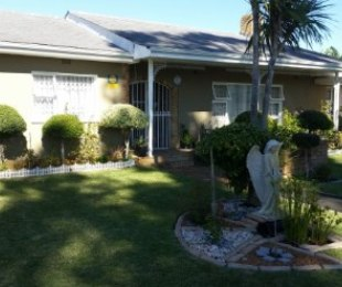 R 2,050,000 - 4 Bed House For Sale in Dieprivier