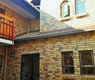 R 875,000 - 2 Bed Property For Sale in Garsfontein