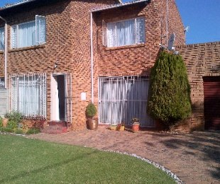 R 795,000 - 3 Bed Property For Sale in Florida