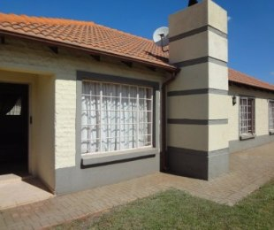 R 830,000 - 3 Bed House For Sale in Chantelle