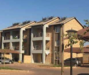 R 699,000 - 2 Bed Apartment For Sale in Monavoni