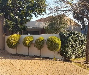 R 2,520,000 - 3 Bed House For Sale in Maroeladal