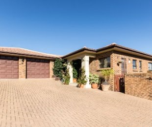 R 1,980,000 - 3 Bed House For Sale in Sonstraal Heights