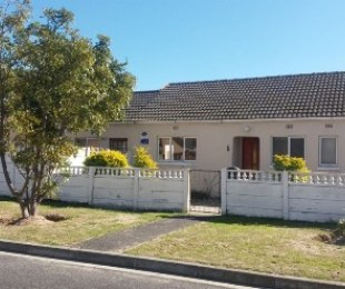 R 1,395,000 - 4 Bed Home For Sale in Retreat