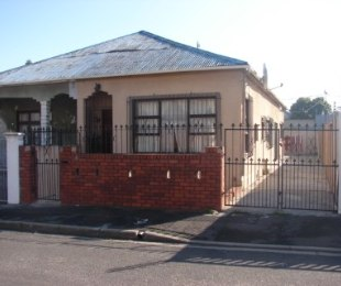 R 840,000 - 2 Bed House For Sale in Maitland