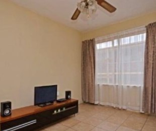 R 350,000 - 1 Bed Flat For Sale in Randburg