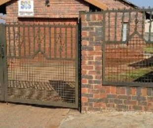 R 650,000 - 3 Bed House For Sale in Protea North