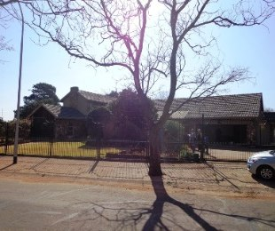 R 3,300,000 - 6 Bed Property For Sale in Larrendale