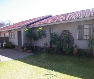 R 1,210,000 - 3 Bed House For Sale in Flamingo Park