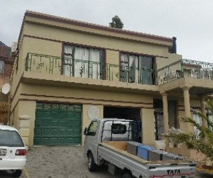 R 2,550,000 - 4 Bed Property For Sale in Gordon's Bay
