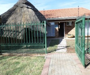 R 635,000 - 3 Bed Property For Sale in Dagbreek