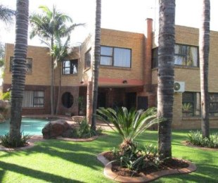 R 2,970,000 - 4 Bed Home For Sale in Eldoraigne