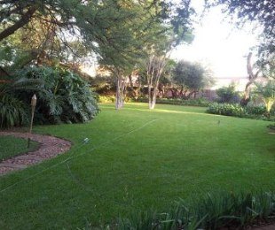 R 1,800,000 - 3 Bed House For Sale in Rooihuiskraal North