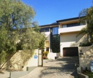 R 4,800,000 - 8 Bed Guest House For Sale in Zwartkop
