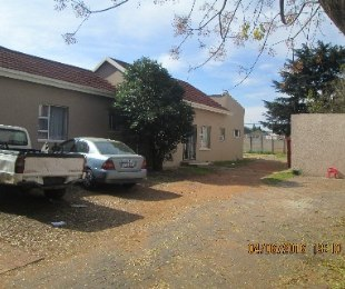 R 935,000 - 6 Bed Home For Sale in Maraisburg