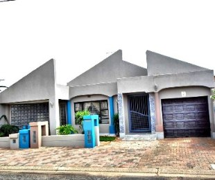 R 1,500,000 - 3 Bed House For Sale in Lenasia
