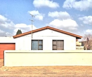 R 1,500,000 - 4 Bed Property For Sale in Lenasia