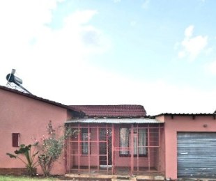 R 450,000 - 4 Bed Home For Sale in Lenasia