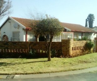 R 750,000 - 3 Bed Property For Sale in Lenasia