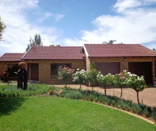 R 1,613,000 - 3 Bed House For Sale in Sunair Park