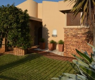 R 1,975,000 - 4 Bed Home For Sale in Meyerspark