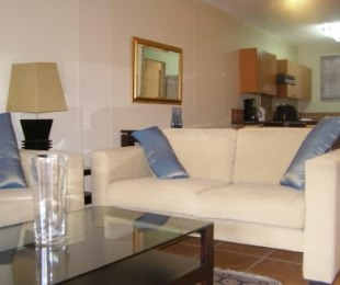 R 15,000 - 2 Bed Flat To Let in Benmore
