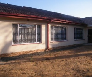 R 870,000 - 4 Bed House For Sale in Riebeeckstad