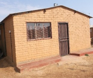 R 210,000 - 2 Bed House For Sale in Nellmapius
