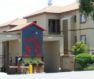 R 870,000 - 2 Bed Apartment To Rent in Lonehill