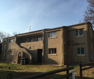R 599,000 - 2 Bed Apartment For Sale in Die Hoewes