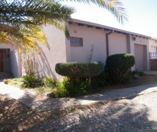 R 580,000 - 3 Bed Home For Sale in Flamingo Park