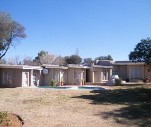 R 890,000 - 4 Bed Home For Sale in Riebeeckstad