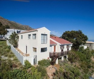 R 2,200,000 - 4 Bed Home For Sale in Gordon's Bay