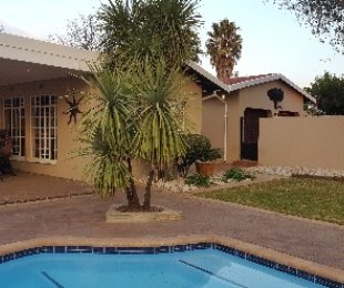 R 1,795,000 - 3 Bed Property For Sale in Farrarmere