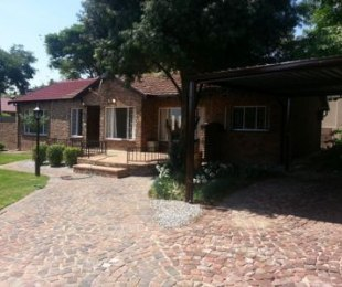 R 10,500 - 3 Bed Home To Let in Randpark Ridge