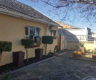 R 1,650,000 - 3 Bed House For Sale in Retreat