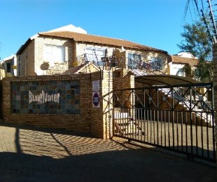 R 650,000 - 2 Bed House For Sale in Little Falls